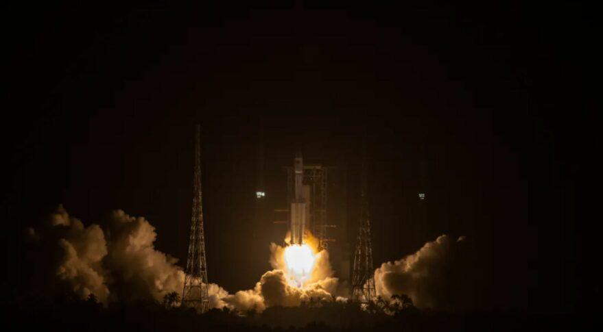 (Tianzhou-2 a débuté sa mission avec succès)*